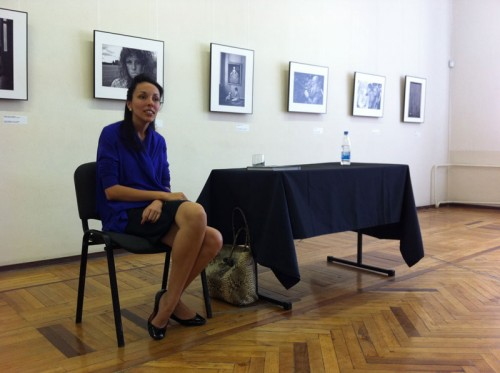 """Софья Троценко, директор арт-центра """"Винзавод"""", на встрече перед открытием выставки"""