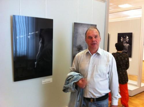 Участник «Best of Russia'10» Георгий Сапожников рядом со своей работой