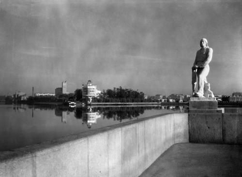 Л. Сурин. Городской пруд. 1950-е г.