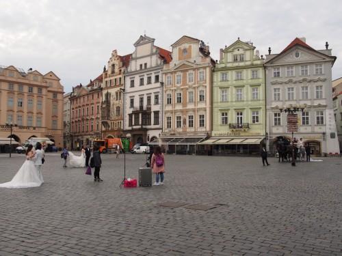 Три свадебных съёмки одновременно на Староместской площади