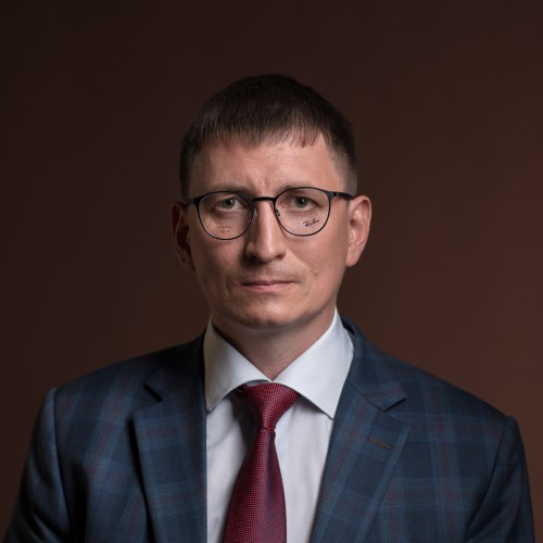 Скругленная оправа.Алексей Силиванов, фото — Дмитрий Чабанов.