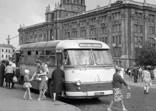 Площадь 1905 года. 1964 год. Фото Р.Катаева (ГАСО)